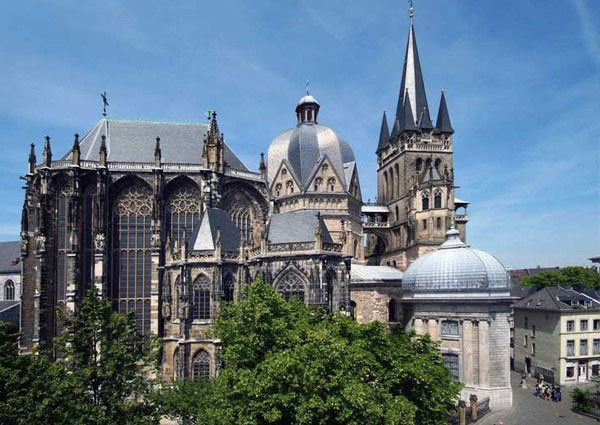 kuliah-arsitektur-di-Jerman-Aachen-Cathedral-Germany-Lembaga-Alumni-Eropa