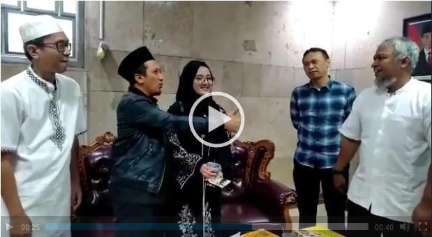 Ustadz Yusuf Mansyur Menitipkan Putrinya pada pengurus LAE