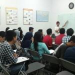 seorang-mahasiswa-di-Jerman-turut-berbagi-pengalaman-pada-peserta-program-intensif-persiapan-kuliah-di jerman-2015-sebagai-sesama-siswa-dari-LAE-www.alaumnieropa-org